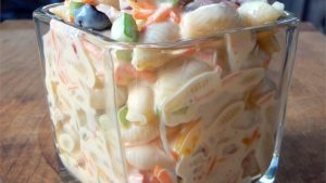 Macaroni salad with red peppers