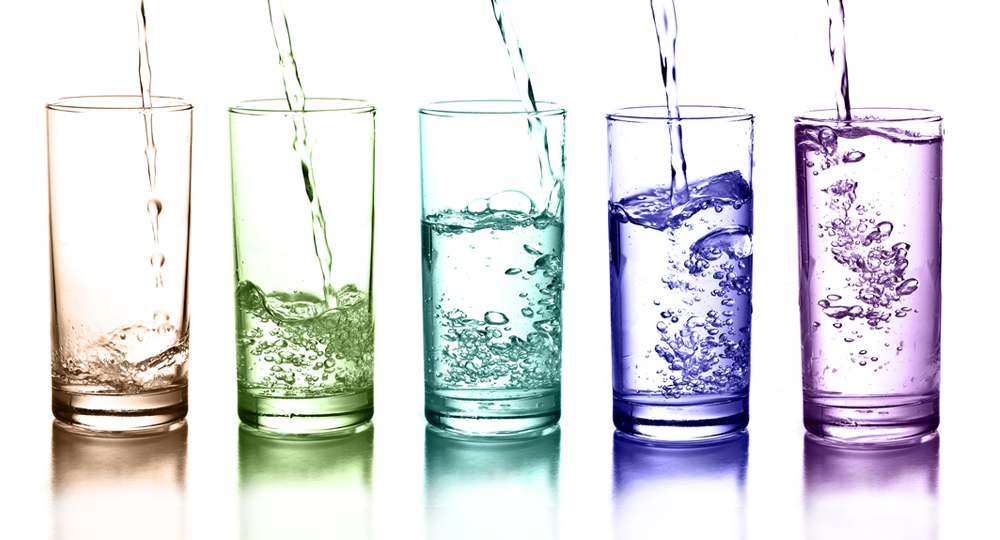 Be sure you know the different types of water and which one is the best choice for you. #HeatherEarles #water