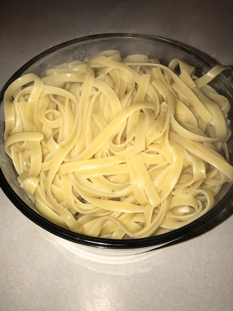 cooked noodles to serve with chicken Alfredo #heatherearles #herbnwisdom #chickenalfredo #dinnerideas #podcaster #healthyliving #blogger #author